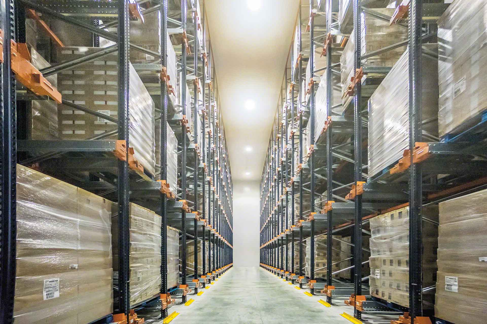 Le stock minimum garantit le réapprovisionnement continue des marchandises
