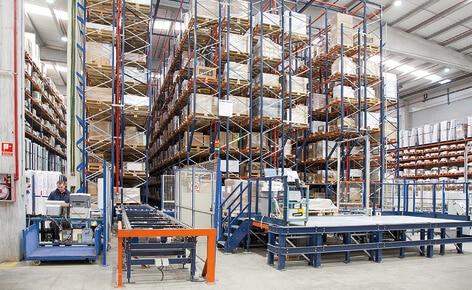 Stockage combiné avec système de picking pour optimiser le centre logistique de Industrias Cosmic