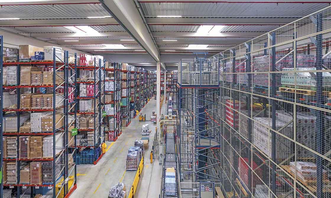 Les différents éléments cohabitant dans le centre logistique de Luís Simões ont préalablement été conçus dans le détail de maximiser la productivité de l'installation